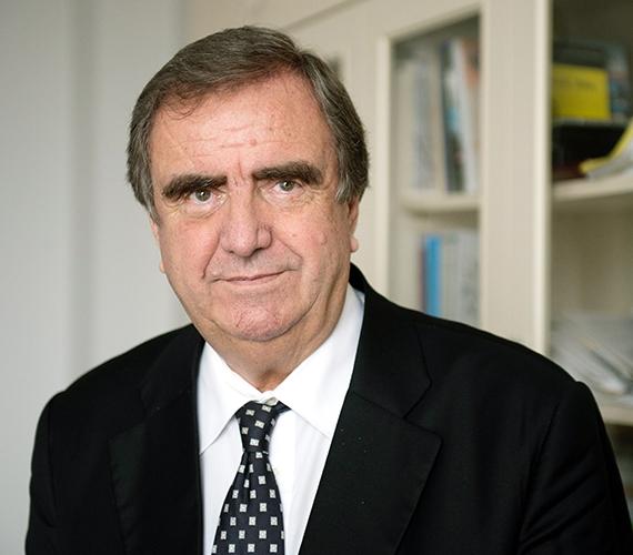 Utóda Klinghammer István, az Eötvös Loránd Tudományegyetem volt rektora, akadémikus, egyetemi tanár.