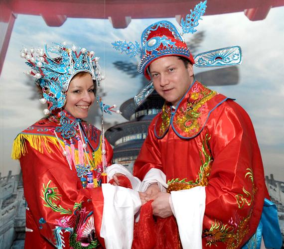Ujhelyi István kínainak öltözve.