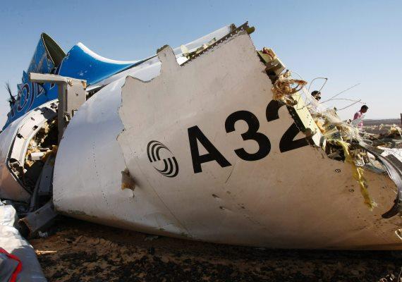 Csütörtökön amerikai titkosszolgálati jelentések már biztosan állították: bomba robbant az orosz Metrojet légitársaság szombaton lezuhant járatán. A Szentpétervárra tartó repülőgép 217 utassal és hétfőnyi személyzettel a fedélzetén zuhant le. A szerencsétlenséget senki sem élte túl.