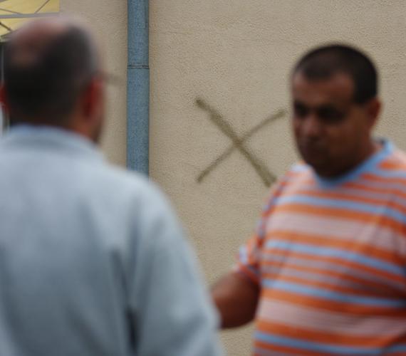 Nagykanizsán horogkeresztet, fenyegető feliratot és több házra X jelölést festettek ismeretlenek a ligetvárosi városrészben.
