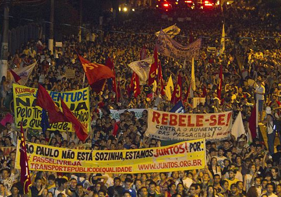 Brazíliában folytatódtak a tüntetések a korrupció, a stadionépítésekre elszórt pénz, a tűrhetetlen egészségügyi és közbiztonsági állapotok miatt.