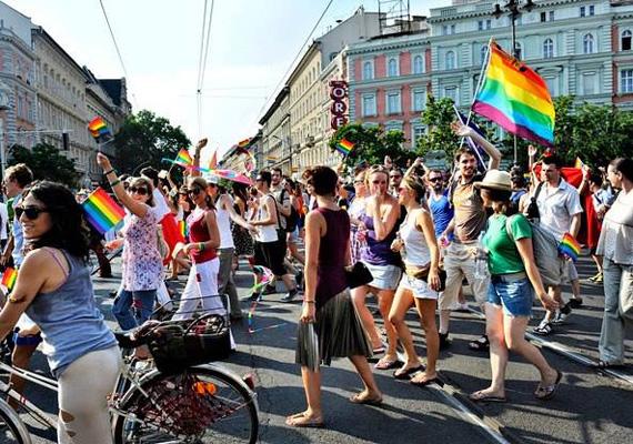 A hét végén, szombaton kezdődik a Budapest Pride fesztivál, ami a melegek, leszbikusok és transzneműek rendezvénysorozata. Idén a rendőrség már nem akarta betiltani a felvonulást.