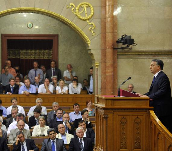 Orbán Viktor 300 milliárdos munkahelyvédelmi csomagot jelentett be.