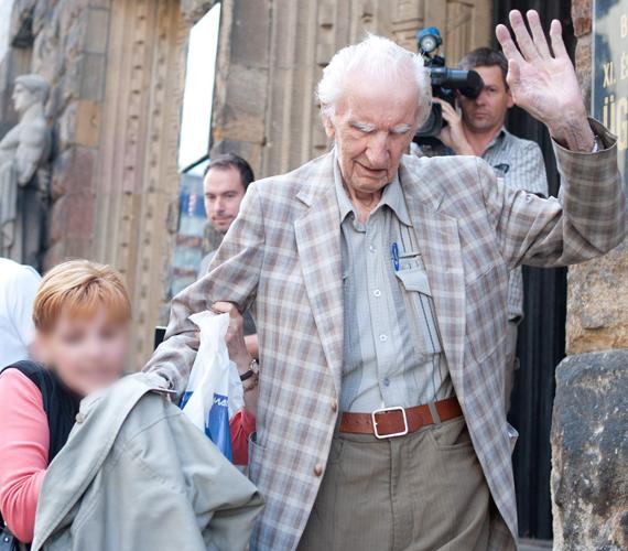 Házi őrizetbe helyezték Csatáry Lászlót, aki a vád szerint 1944-ben a kassai téglagyári internálótáborban rendszeresen bántalmazta kutyakorbáccsal az internáltakat.