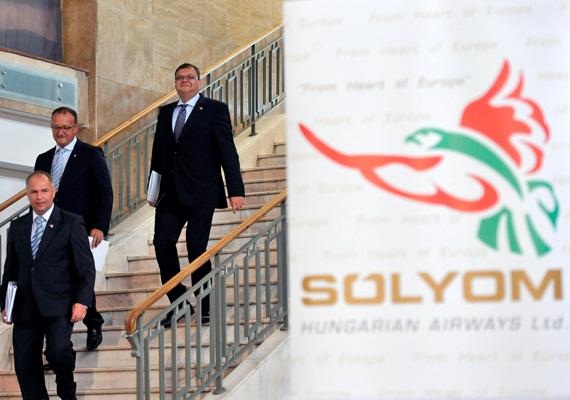 A Malév-utód Sólyom Airways vezetősége szerdai sajtótájékoztatóján elmondta, hogy hat géppel és 22 országba szállít majd légiutasokat, az első felszállások augusztus 18-án lesznek. A háttérben ománi tőke és egy meg nem nevezett, az Egyesült Arab Emirátusokból származó kisebbségi tulajdonos áll.
