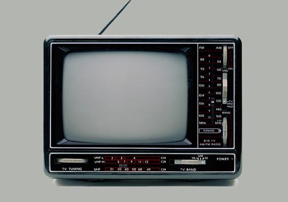Szerdán több megyében, illetve Budapesten is lekapcsolták az analóg sugárzást, ami helyett már csak digitálisan fogható televíziós adások elérhetőek. Az ország teljes területén október 31-ig megtörténik a váltás. Az átállásban azok érintettek, akik előfizetés nélkül, szoba- vagy tetőantennával használták a televíziót.