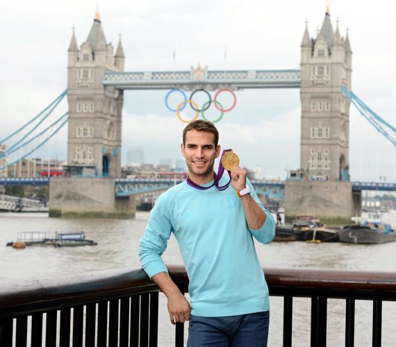 Dübörög az olimpia, a képen Szilágyi Áron, aki megszerezte hazánk első aranyát.