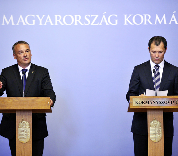 Giró-Szász András kormányszóvivő és Borkai Zsolt MOB-elnök bejelentette: a londoni olimpiai aranyérmesek 35, a második helyezettek 25, a bronzérmesek pedig 20 millió forintot kapnak.