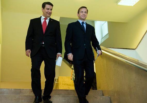 Az Együtt-PM és az MSZP csütörtökön bejelentették, hogy nem lesz közös miniszterelnök-jelöltjük. Helyette közös egyéni jelöltekkel, de külön listán indulnak a választásokon.