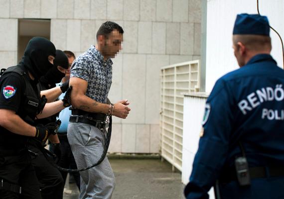 A pécsi pszichológus, Bándy Kata megölésével vádolt Péntek László ítéletén másodfokon enyhített a bíróság. A 26 éves férfi tényleges életfogytiglan helyett életfogytiglanra ítélte, tehát 40 év múlva szabadlábra helyezhetik.