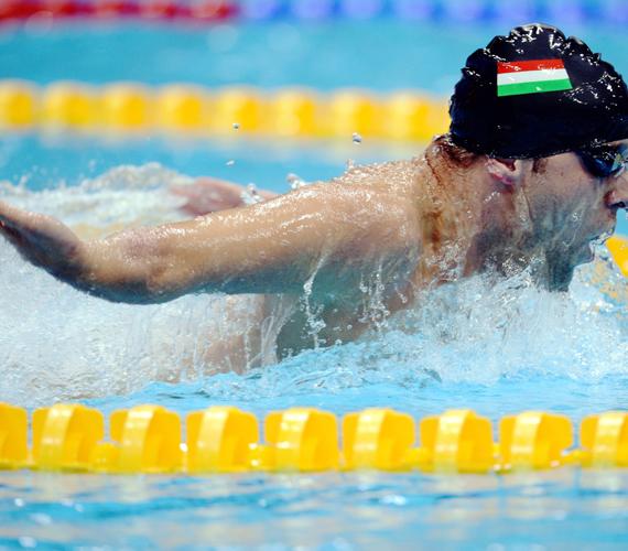 Sors Tamás úszik a 2012-es londoni paralimpia férfi 100 méteres pillangóúszásának döntőjében, az S9-es sérültségi kategóriában.