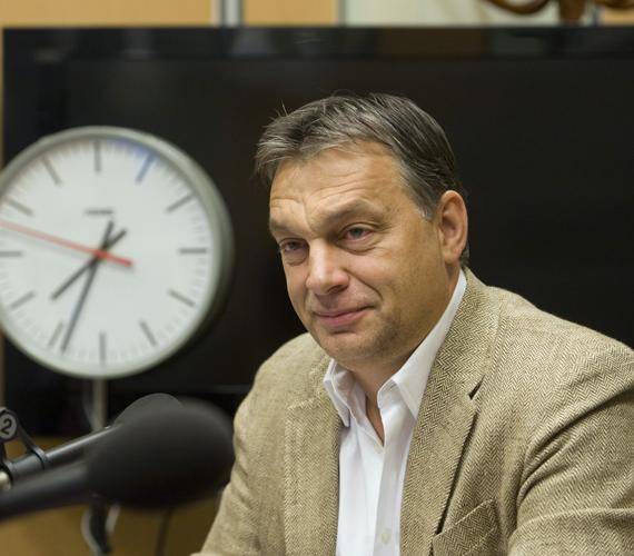 A nem létező listára hivatkozva azt mondta, így nem akarjuk mégsem az IMF-hitelt. Hogy Orbán Viktor miért a sajtót veszi alapul, miért nem a kezébe adott IMF-levelet, rejtély.