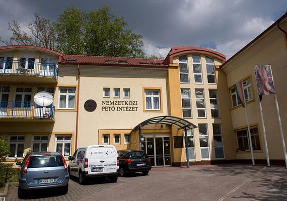 Megduplázzák a Pető Intézetnek a köznevelési szerződés alapján járó 105 millió forintos kiegészítő támogatást - jelentette be az emberi erőforrások minisztere, Balog Zoltán csütörtökön Budapesten, miután az intézet rektorával tárgyalt.