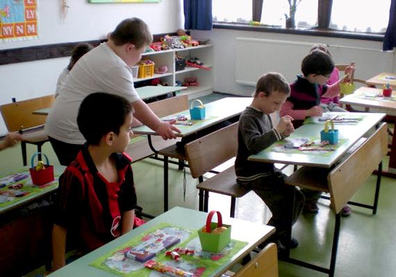 A szombathelyi Aranyhíd Nevelési-Oktatási Integrációs Központ úgy tűnik, mégis megkapja a támogatást a Kliktől, valamint 14 nyugdíjas szakember tovább dolgozhat az intézményben.