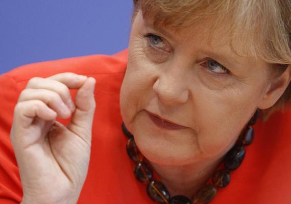 A hét elején véget értek a németországi választások. Az Angela Merkel vezette konzervatívok elsöprő győzelmet arattak, csak öt mandátummal maradtak el az abszolút többségtől. A koalíciós tárgyalások még 30-40 napig folynak.