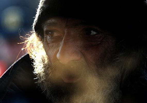 A héten az országgyűlés megszavazta a szabálysértési törvényt, ami megtiltja a hajléktalanoknak, hogy közterületen életvitelszerűen éljenek.