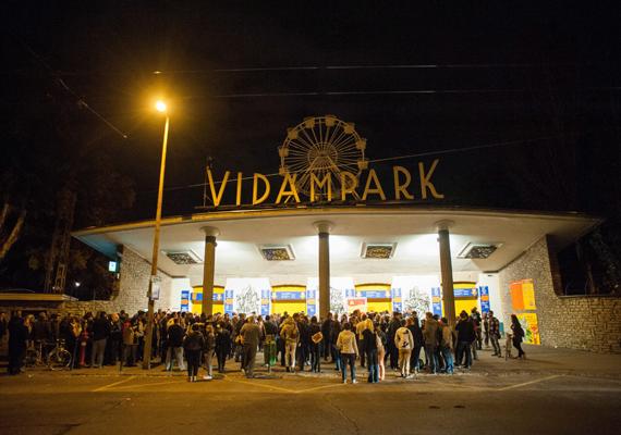 A budapesti Vidámpark szeptember 30-án, hétfőn végleg bezárta kapuit. A helyére a Fővárosi Állat- és Növénykert családi élményparkot tervez.