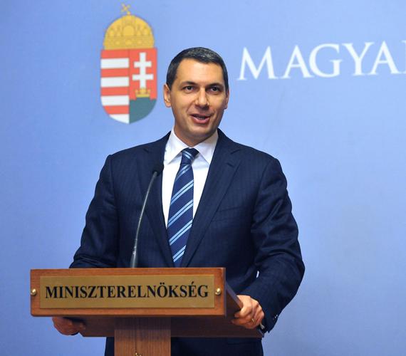 Lázár János miniszterelnökségi államtitkár bejelenti, vége a játékgépeknek.