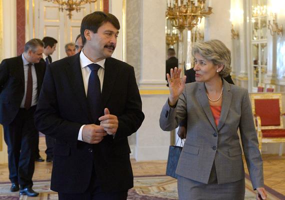 Áder János köztársasági elnök fogadja Irina Bokovát, az ENSZ Nevelésügyi, Tudományos és Kulturális Szervezetének főigazgatóját Budapesten. Irina Bokova a Budapesti Víz Világtalálkozóra érkezett Magyarországra.