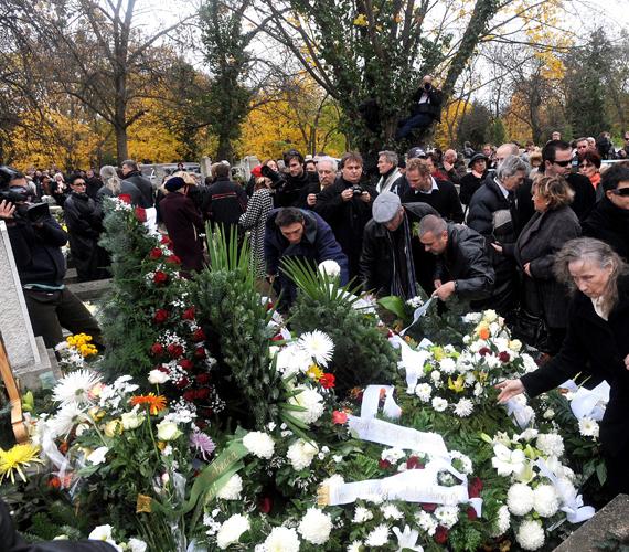 Komár László 67 éves korában, október 17-én hunyt el.