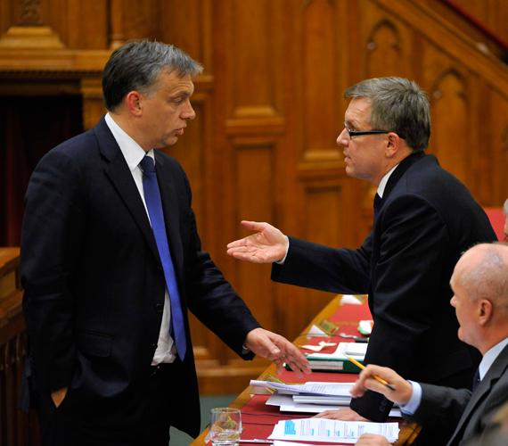 Orbán Viktor miniszterelnök egy újabb, 60 milliárdos megszorítást jelentett be. A részletek még nem ismertek.