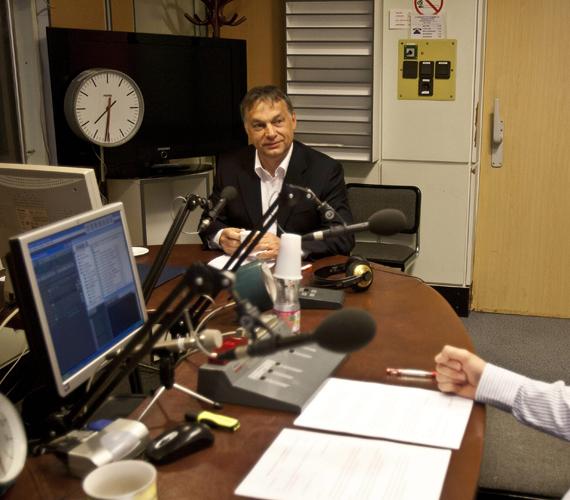 Pénteken Orbán Viktor személycseréket jelentett be a Kossuth Rádióban. Lázár János államtitkár lesz, Rogán Antal a Fidesz frakcióvezetője, Varga Mihály pedig az IMF-tárgyalásokért felel a jövőben.