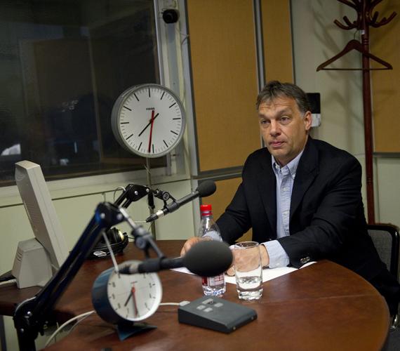 Orbán Viktor a Kossuth Rádiónak adott interjújában elismerte, tényleg jöhet a sárgacsekk-adó, de az csak maximum egy ezrelék lehet.