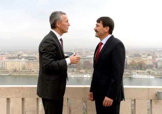 Budapestre látogatottJens Stoltenberg, a NATO főtitkára, aki többek között a szíriai beavatkozásról beszélt. Stoltenberg szerint Oroszország mostanáig főként olyan régiókban támadott célpontokat, amelyek nem az Iszlám Állam ellenőrzése alatt állnak. Egyúttal üdvözölte, hogy Oroszország részt vesz a szíriai konfliktus tárgyalásos megoldását célzó erőfeszítésekben. Utalt arra, hogy ennek érdekében nemrég Bécsben kezdődtek széles körű nemzetközi tárgyalások.