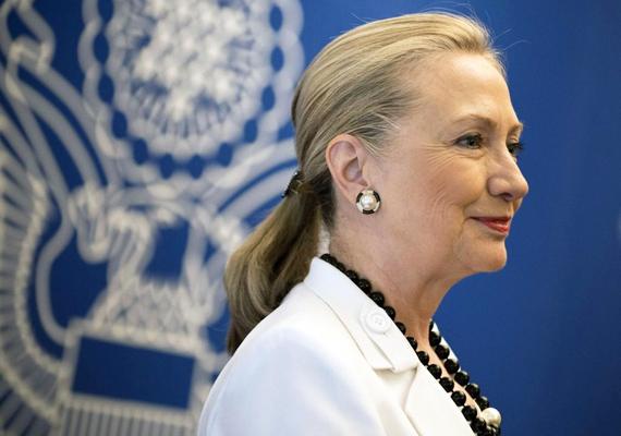 Az egykori first lady a második Obama-kormány idején nem vállalta el újból a külügyminiszteri posztot, arra hivatkozva, hogy pihenni szeretne. A szóbeszéd szerint azonban a háttérben a 2016-os választás áll, amelyet Hillary - mint demokrata elnökjelölt - szeretne megnyerni.
