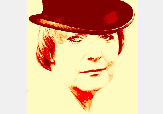 Egy kalap és egy kis smink, és Angela rögtön szerepet kap Stanley Kubrick 1971-es, Mechanikus narancs című filmjében.
