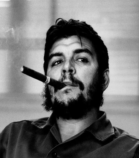 Che Guevara  A máig ellentmondásos személyiségnek tartott orvos, politikus, gerillaharcos és marxista forradalmár a kubai forradalom vezetője volt, később pedig komoly politikai tiszteket töltött be. Bolíviában is forradalmat akart megvalósítani az általa imperialista nagyhatalomnak tartott Egyesült Államok ellen, azonban elfogták, majd kivégezték. Míg sokan a szegények pártfogóját és a szabadságharcost látják benne, mások hidegvérű gyilkosnak és a sztálinista elvek követőjének tartják, többek között azzal indokolva mindezt, hogy ő hozta létre a kubai munkatáborokat, és minden általa ellenforradalomnak tartott megmozdulást - közöttük az 1956-ost is - elítélt.
