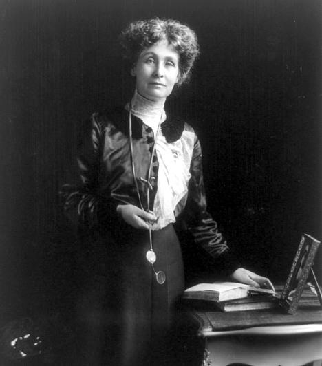 Emmeline PankhurstAz 1858-ban született angol politikai aktivista a brit szüfrazsett-mozgalom vezetője volt, ami hozzásegítette a nőket ahhoz, hogy szavazati jogot kapjanak. 1999-ben a Time Magazin által közölt, a 20. század 100 legfontosabb embere című listán is előkelő helyen szerepelt a neve, mint olyan személyiségé, aki alapjaiban változtatta meg a nőkről alkotott elképzeléseket, és körvonalazta azt, amit napjainkban jelent a női szerep.Kapcsolódó cikk:3 világhírű nő, aki a legtöbbet tette a nőkért »