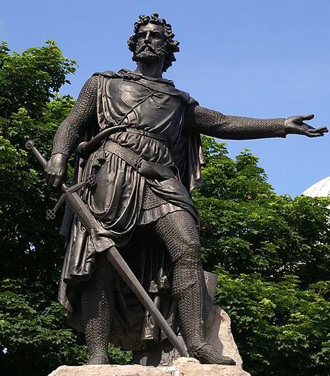 William Wallace  Sir William Wallace, akit manapság a rettenthetetlenként ismer a világ, a 13. században a skót függetlenségi harcok központi figurája volt. A skót lovag - egyes történészek szerint alacsonyabb származású volt - és az általa vezetett parasztok az angol elnyomás és I. Edward király ellen lázadtak fel. Bár később az angolok kezére jutott, akik különös kegyetlenséggel végezték ki, szelleme máig él, jelképes sírja, a neki szentelt emlékművek és kardja előtt tízezrek tisztelegnek minden évben