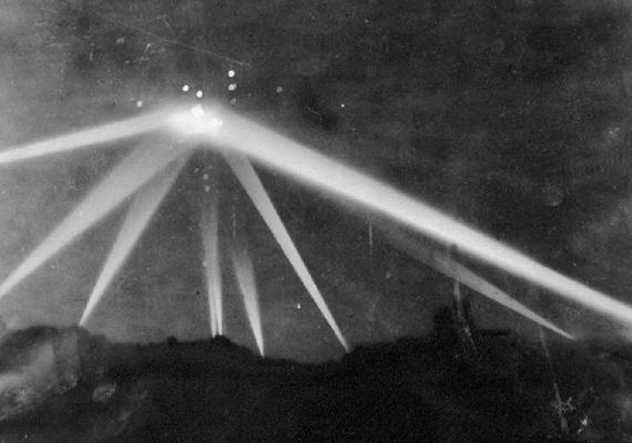1942-ben a hollywoodi hegyek felett egy azonosíthatatlan, fénylő tárgy szállt az égen - máig nem tudják, hogy mi lehetett.