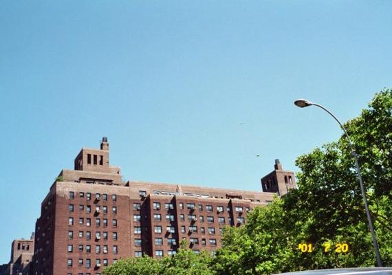 2001-ben Yancy Spence szemtanúja volt annak, hogy egy lakóház felett furcsa dolog tűnik fel az égen.
