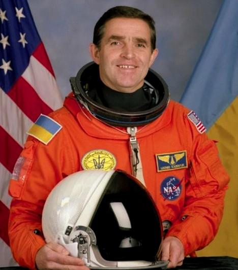 Leonyid Kosztyantinovics Kadenyuk1951-ben született Kadenyuk vezérőrnagy, aki az első ukrán űrrepülés keretében jutott ki a világűrbe, a Columbia űrrepülőgép fedélzetén. Az utazás 1997. november 19. és december 5. között zajlott, és a férfi feladata az volt, hogy biológiai kísérleteket végezzen különböző növényekkel. Jelenleg azUkrán Nemzeti Űrkutatási Irodában dolgozik, és politikai tevékenységbe is kezdett.