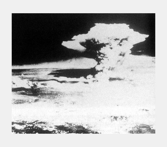 Fél órával a robbanás után, háromezer méterrel a város felett.