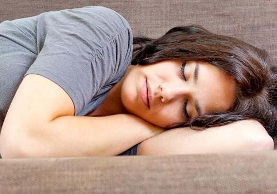A kiegyensúlyozott alvás a jól működő anyagcsere alapfeltétele. Amikor csak teheted, igyekezz éjfél előtt az ágyba jutni, és körülbelül nyolc órát aludni.