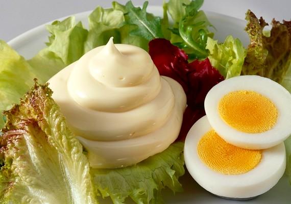 A tavaszi saláta valóban nem nehéz étel,ha viszont majonézzel vagy különféle öntetekkel eszed, úgy már más a helyzet.