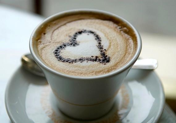 Napi egy jó cukros kapucsínó vagy tejszínes kávé szintén meghozza a nemkívánatos eredményét.