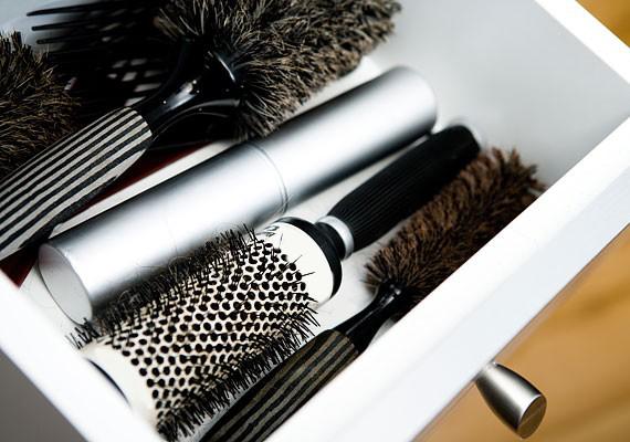 A szépség meghatározó eleme egy jó frizura. Nézd meg, mit tehetsz, ha vékony szálú vagy kevés a hajad!