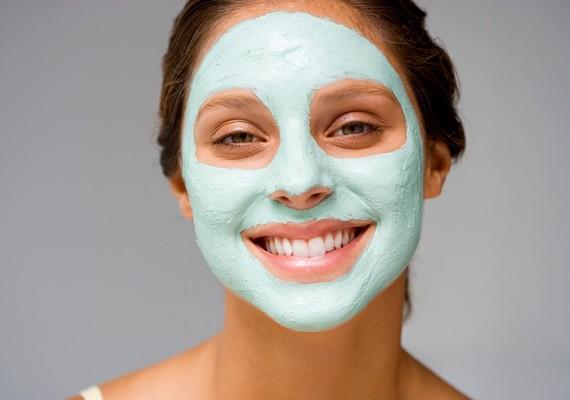 A bársonyos és egészséges bőr a szépség kulcsa. Fontos, hogy rendszeresen ápold az arcodat. Kattints hét őszi házi pakolásért, amivel ezt megteheted!
