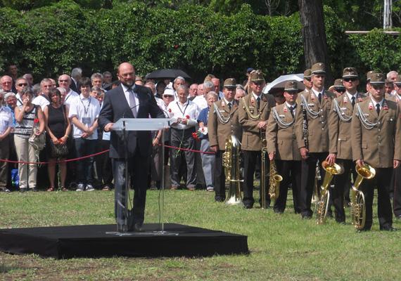 A temetésen beszédet mondott Katona Béla volt házelnök, aki felidézte Horn Gyula pályafutását. Beszédet mondott még az Európai Parlament elnöke, Martin Schulz és Hans-Dietrich Genscher, volt német külügyminiszter.