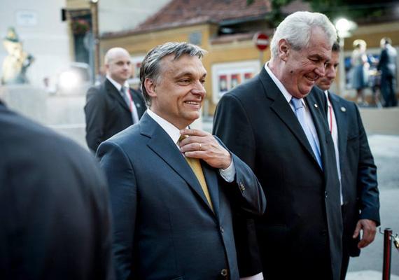 A magyar miniszterelnök szerint a nyugati politikusokkal az a probléma, hogy nem tudnak nemet mondani. Mindent halogatnak, és információhiányra hivatkozva tovább gondolkodnak bizonyos ügyeken, mint amennyit kellene.