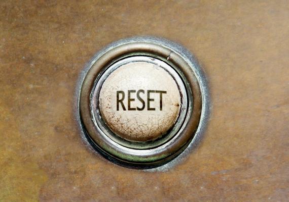 Sok technikai kütyü van, melyen apró vagy nehezen hozzáférhető gombot helyeztek el. Erre is jó a hullámcsat, mert hosszú és vékony, így könnyen lenyomhatsz vele bármilyen trükkös billentyűt.
