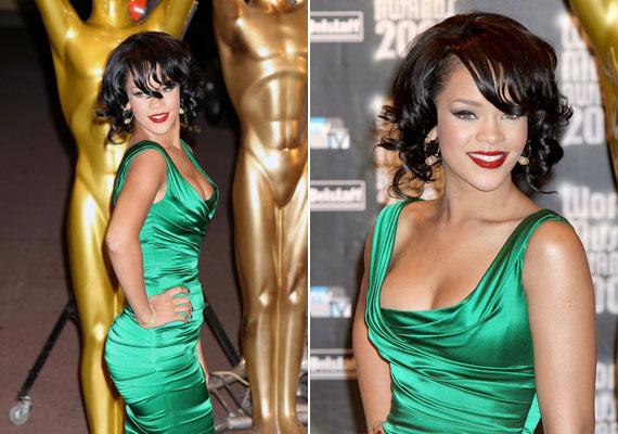 Ha rövid a hajad, félig hullámos frizurát akkor is készíthetsz belőle, ahogy Rihanna is. Ezt úgy érheted el, hogy a tincseket csak félig tekered a sütővasra.