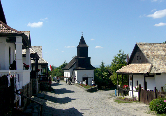 A hollókői ófalu és környezete méltán került fel a listára. A 17-18. század környékén kialakult tájkép a mai napig őrzi formáját és emlékeztet a hajdani vidéki életre.