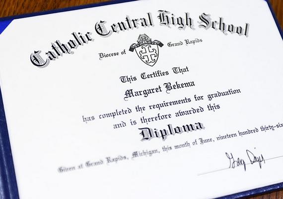 Így néz ki az Amerikában középiskolai diplomának nevezett okmány, mely igazolja, hogy Margaret Thome Bekema befejezte a tanulmányait.