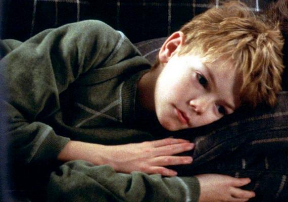 Az Igazából szerelem című 2003-as filmben az egész világ felfigyelt kiváló alakítására. Érdekesség, hogy a másik főszereplő, Hugh Grant a fiú másod-unokatestvére.