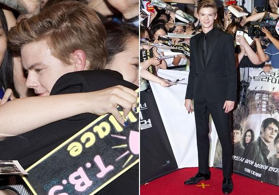 Thomas Brodie-Sangstert Az útvesztő második részének premierjén fotózták le Szöulban a hét közepén. A színész nem sokat változott, kölyökarca maradt, amiért szemmel láthatóan rajonganak a lányok.